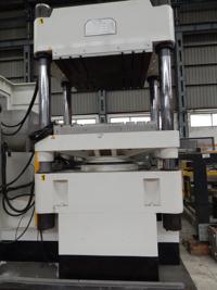 Prensa hidráulica de moldeo por compresión JING DAY MACHINERY IND. CO. LTD. JD H-700T 2012